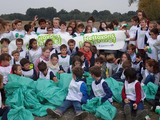 Les élèves de Primaire nettoient la nature !
