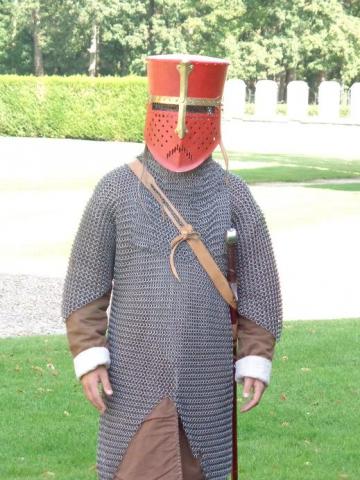 enfant déguisé en chevalier